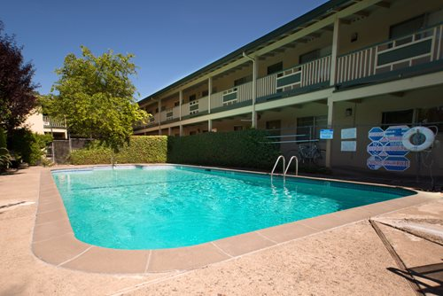 Syrus Garden Apartments In Santa Rosa Ca For Rent Syrus Properties